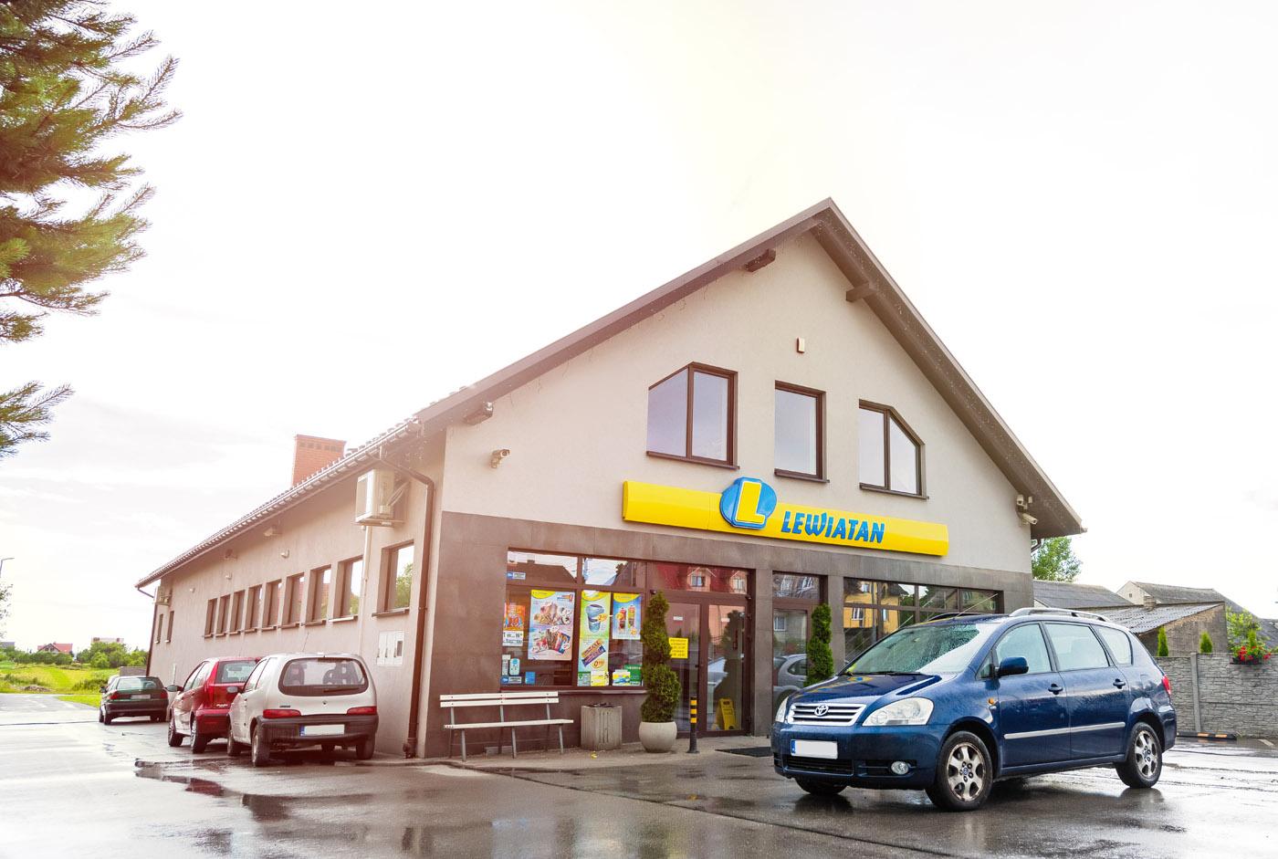 Budynek handlowy Polska Sieć Handlowa Lewiatan, Przeginia 326